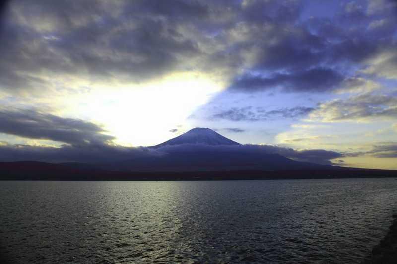 富士山の影が写った写真