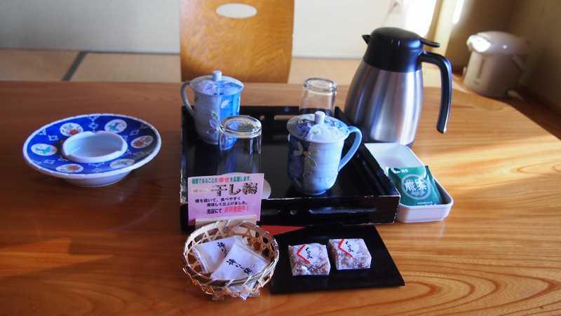 あずまや高原ホテルの客室に置かれたお茶セット