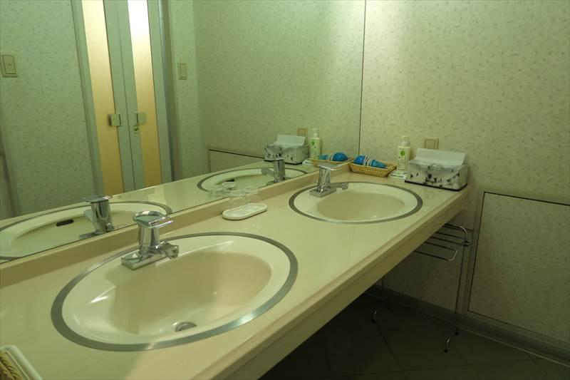 あずまや高原ホテルの客室の洗面台