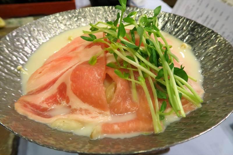 あずまや高原ホテルの夕食の信州米豚豆乳なべ