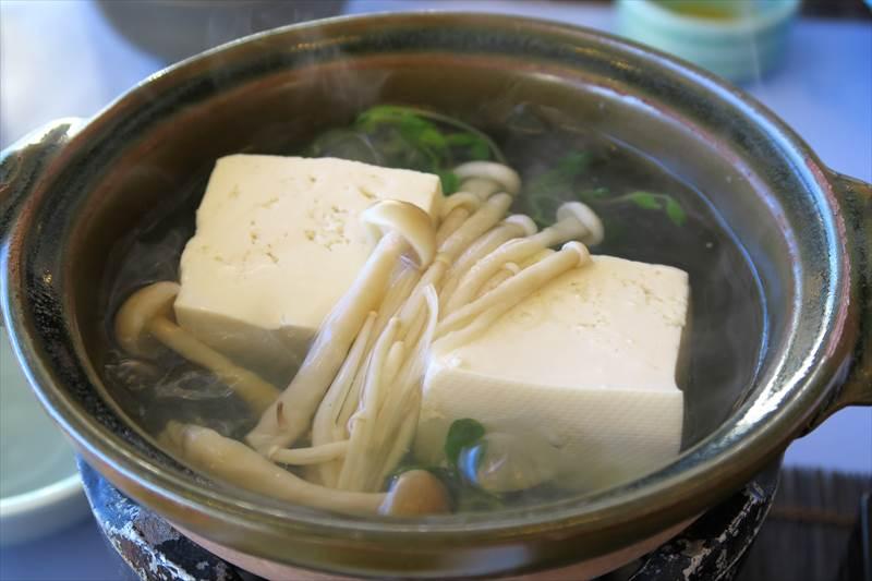 あずまや高原ホテルの朝食の湯豆腐