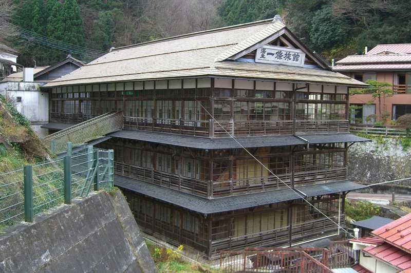 鎌先温泉 時音の宿 湯主 一條の木造建物全景