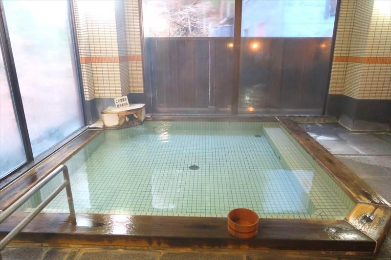 鎌先温泉 時音の宿 湯主 一條 露天風呂付き大浴場(洞窟の湯)の内湯の湯船