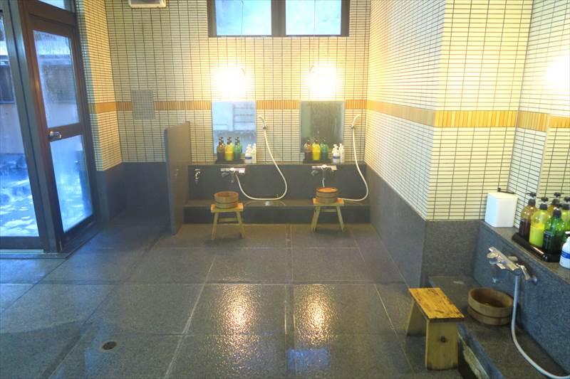 鎌先温泉 時音の宿 湯主 一條 露天風呂付き大浴場(洞窟の湯)の内湯の洗い場