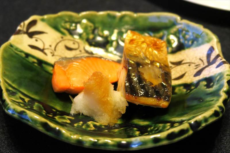 鎌先温泉 時音の宿 湯主 一條の朝食の鮭と塩サバ
