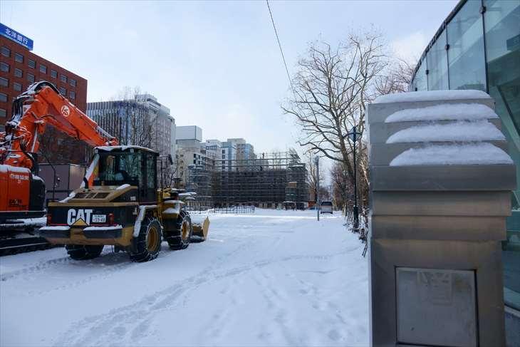札幌大通公園4丁目 雪像制作風景