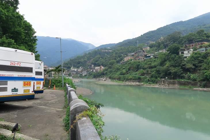 烏來温泉 バス停