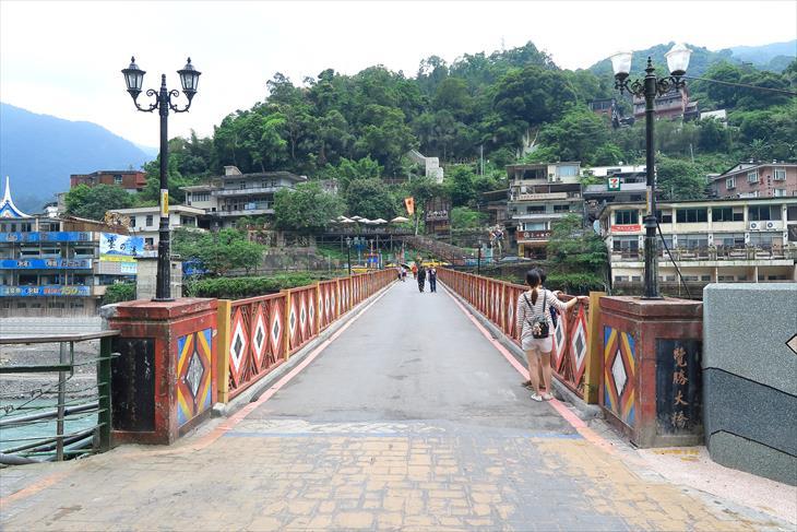 烏來温泉入口の橋