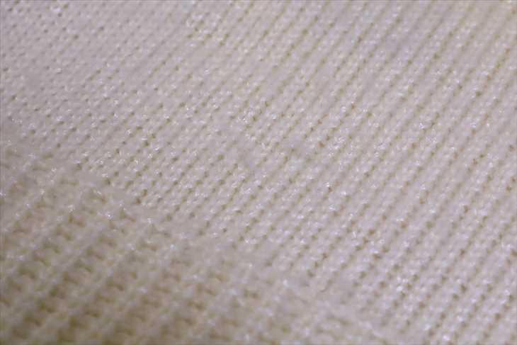 セーターの細かい毛玉