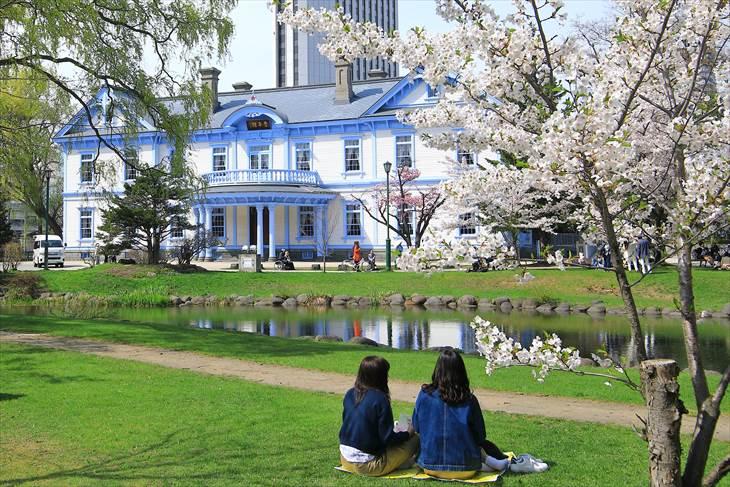 豊平館と桜