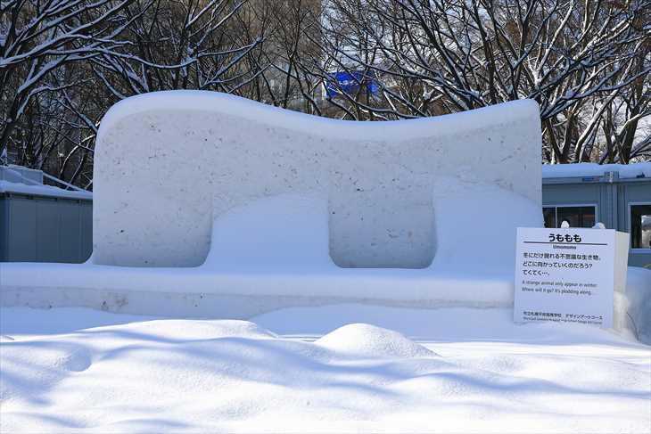 大通公園6丁目 中雪像「うももも」