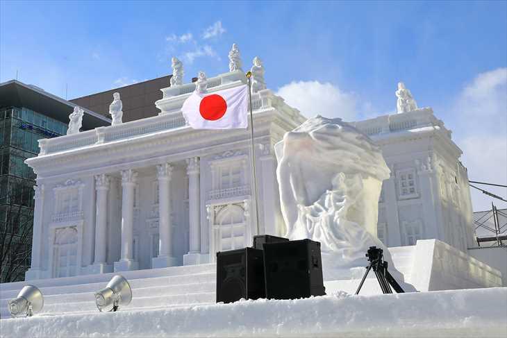 「ワジェンキ公園の水上宮殿とショパン像」
