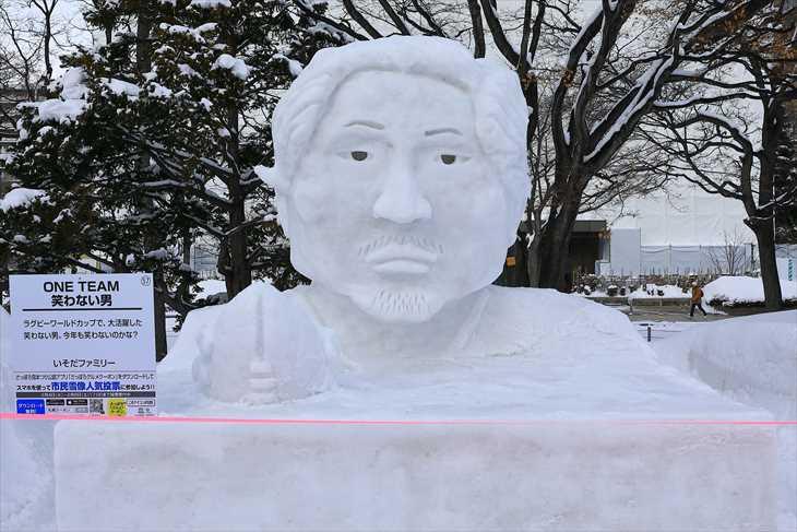 小雪像 笑わない男