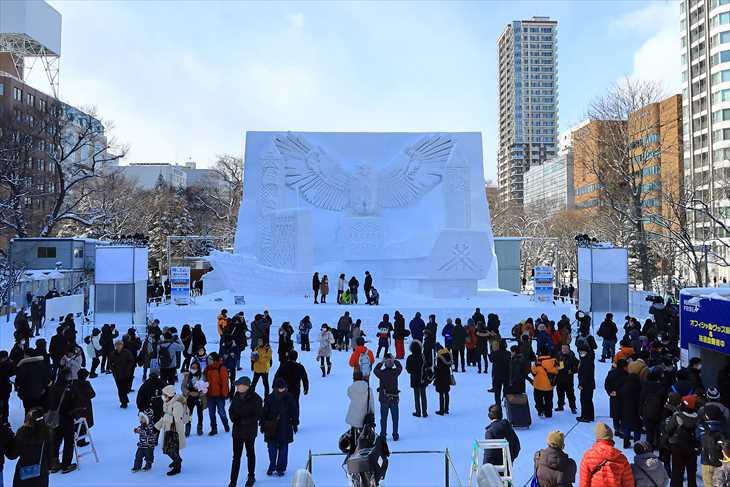 大通公園8丁目大雪像「ウポポイ(民族共生象徴空間) 2020.4.24OPEN」
