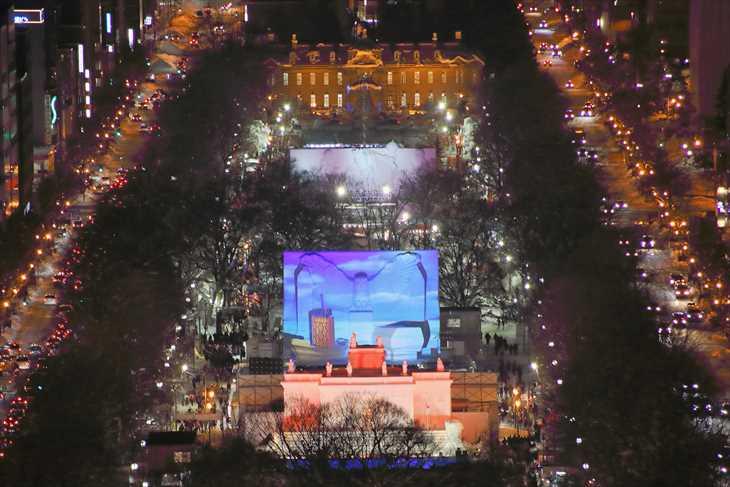 さっぽろテレビ塔から見たさっぽろ雪まつりの時の大通公園