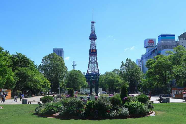 2019年6月の大通公園とさっぽろテレビ塔