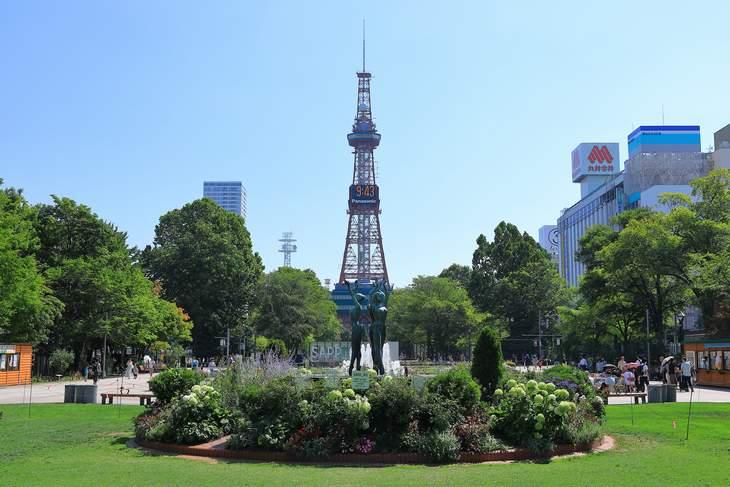 2019年8月の大通公園とさっぽろテレビ塔