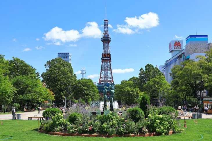 2020年8月の大通公園とさっぽろテレビ塔
